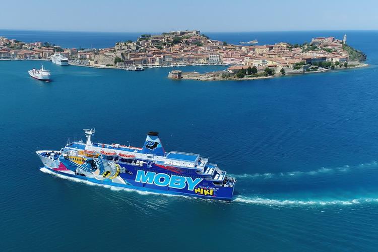 Ferry aankomst in de haven